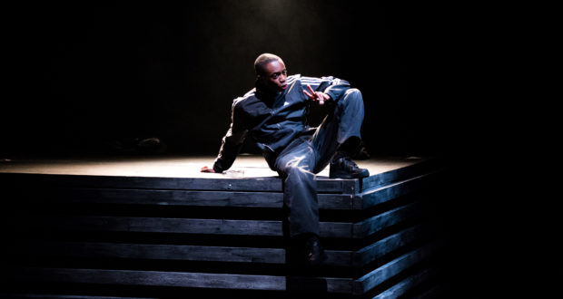 Kwaku Mills in Arinzé Kene's 'good dog' (Photo by Wasi Daniju)