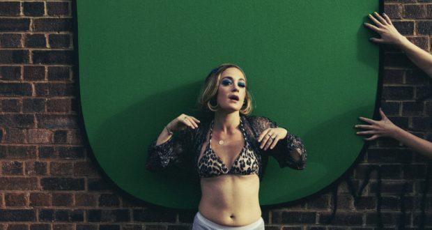Jess Latowicki Made in China's 'Super Duper Close Up' (Photo by John Hunter at RULER)
